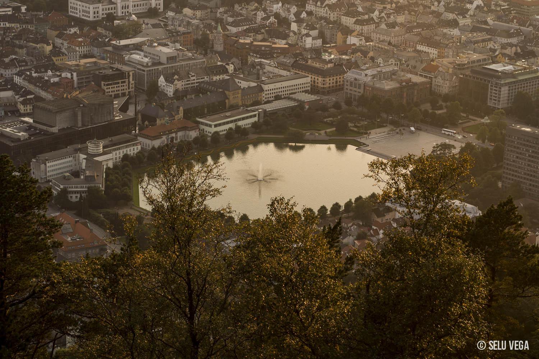 Atardecer dorado en Bergen, Noruega