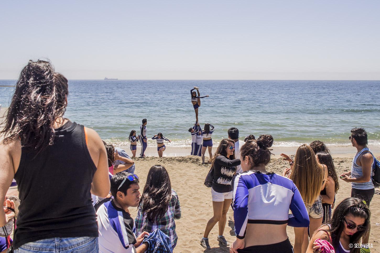 Cheerleaders en Viña del Mar Ensayando en las playas de Chile