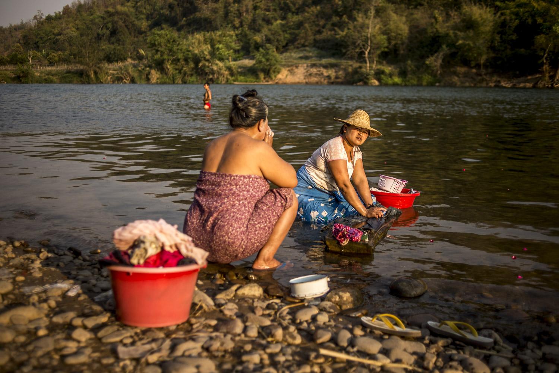 Lavando ropa en el rio Myitnge